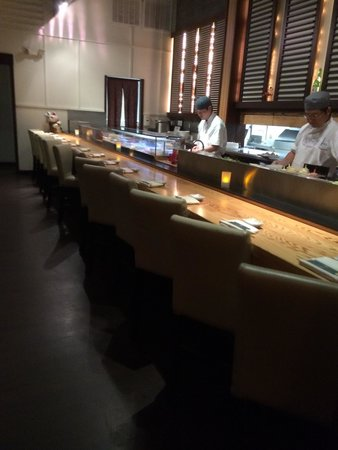 Kome Fine Japanese Cuisine: Sushi bar.