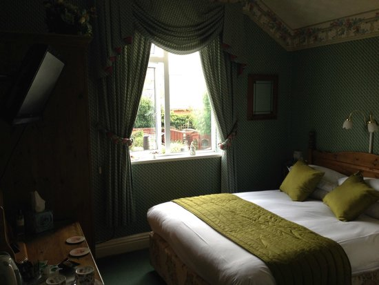 Broadlands Guest House: Green Room