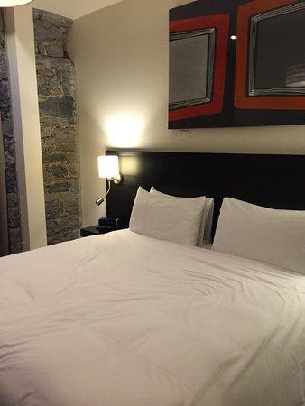 Le Petit Hotel: キングサイズベッドルーム