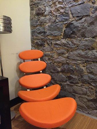 Le Petit Hotel: おしゃれな椅子が置いてありました。他にデスクも別途あります。