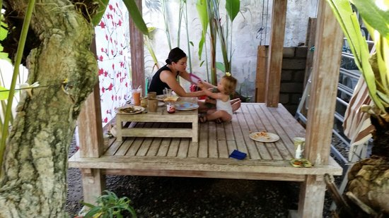 Teka-Teki House: Banana pancakes for little loïs