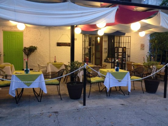El jardin de los suenos cancun restaurant reviews for El jardin de botero