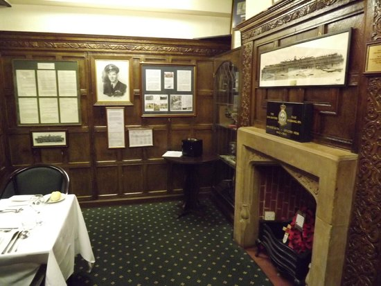 Petwood Hotel: Guy Gibson Portrait In The Dambuster Bar