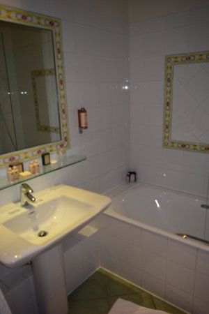 Hotel d'Orsay - Esprit de France: Bathroom