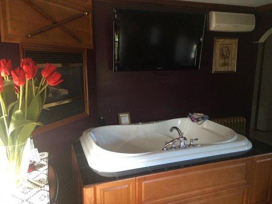 Ocean City Mansion: Honeymoon Suite