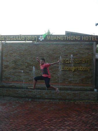Muang Thong Hotel: โรงแรมนี้อบอุ่น คุ้มค่ามีอาหารเช้าไวไฟและบรรยากาศไม่แพ้ที่ไหนเลย