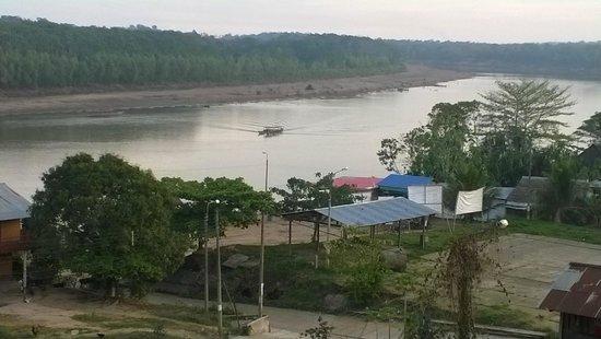 Hotel Don Carlos Puerto Maldonado: View of the Tambopata River from the deck at Don Carlos