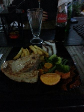 El Cafetal Galapagos: Swordfish Steak