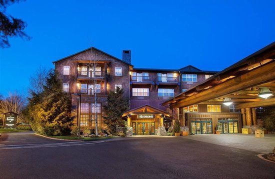 Heathman Lodge : Front entrance off thier web site