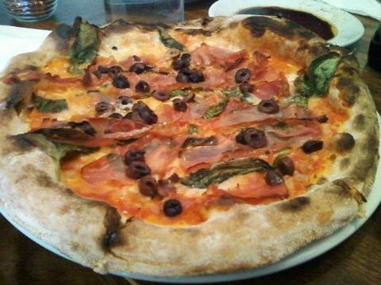 Centro Woodfired Pizzeria : Amazing Margarita Pizza!
