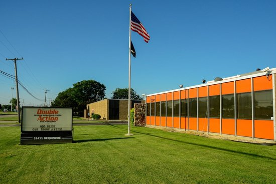 Madison Heights, MI: Double Action Indoor Shooting Center & Gun Shop