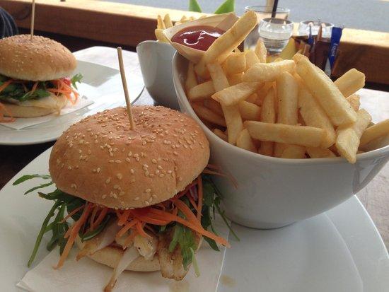Alfresco's Restaurant and Bar: Fish Burger