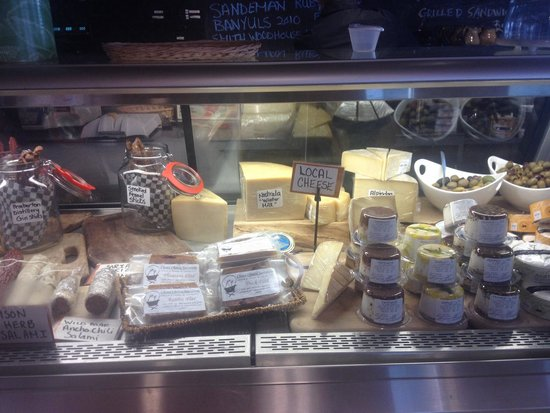 Hilary's Cheese Cowichan Bay: Cheese, meat, olives..... Heaven