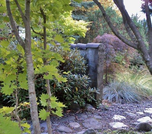 Kohan Reflection Garden: Autumn vignette.