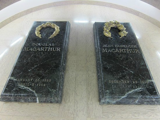 MacArthur Memorial: Tombstones of MacArthur and his wife in the rotunda