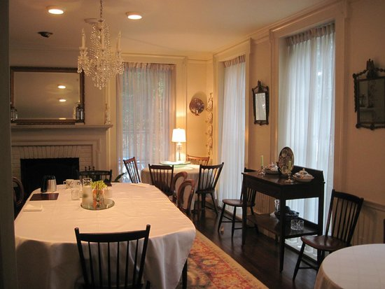 Antique Stone House: Dining Room