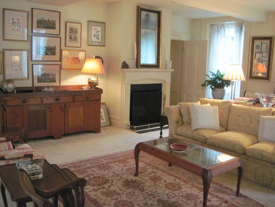 Antique Stone House: Living Room