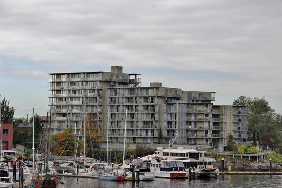 WorldMark Victoria : View oh WorldMark from the inner harbor