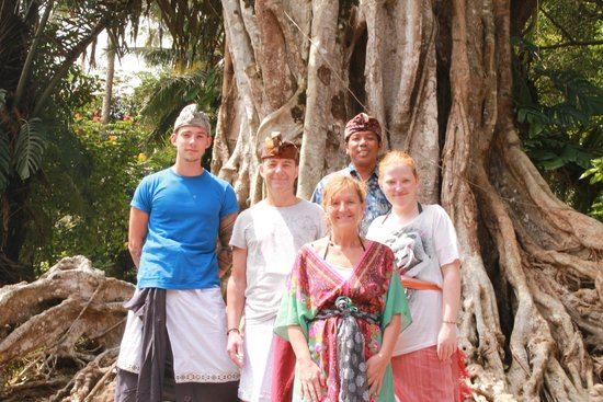 Noosa Bali Tours: Balinesse outfit