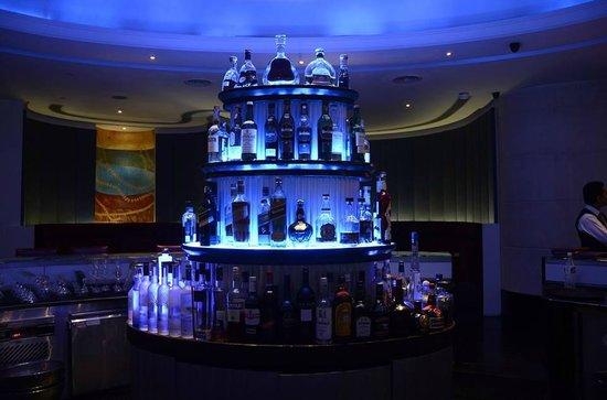 Island Bar - Shangri Las Eros Hotel