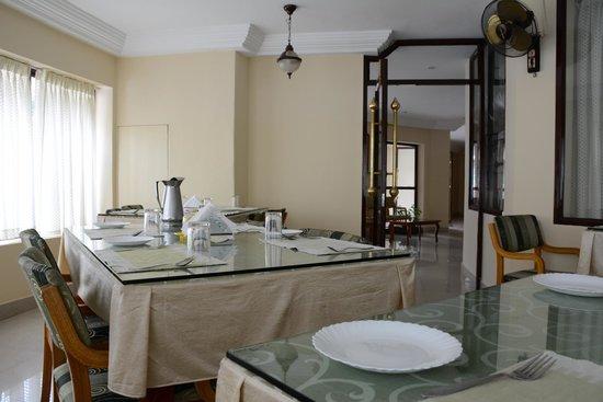 Michael's Inn: Dining area.