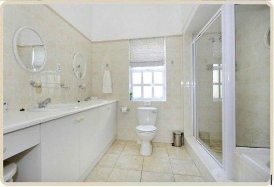 Anchorage Guesthouse: Room 5 bathroom