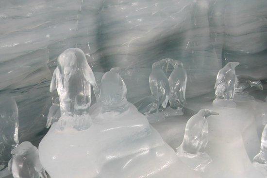 Jungfrau : Inside ice palace