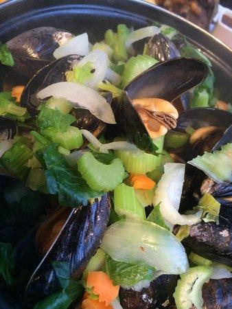 Raphael Restaurant: Mussels in garlic sauce