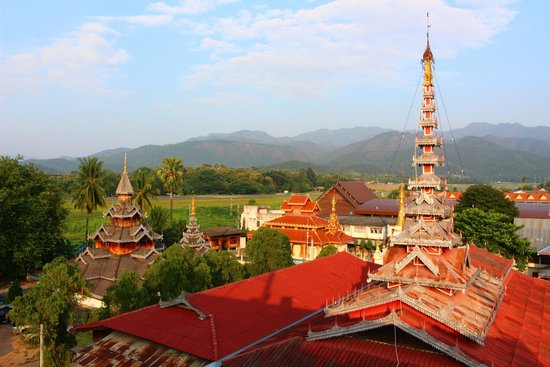 Panorama Hotel : temple - taken from the rooftop