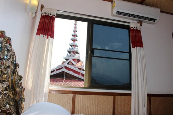 Panorama Hotel : view of temple from our room