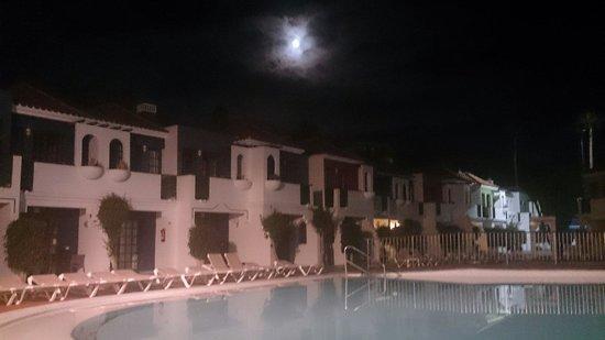Bungalows Vistaflor: El complejo de noche