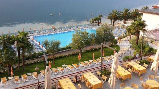 Hotel Ideal: Aussicht vom einer Haupthausterrasse zum See
