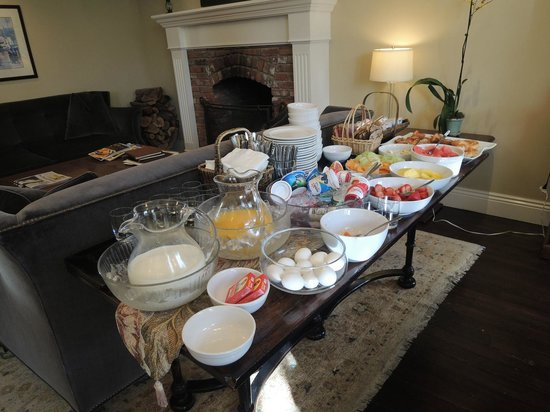 The Gables Inn Sausalito: Continental breakfast