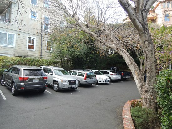 The Gables Inn Sausalito: Parking lot