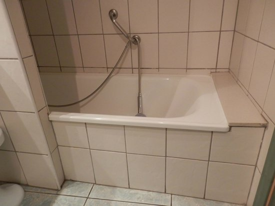 Hotel Principal: el peligro que tiene entrar en esta bañeara