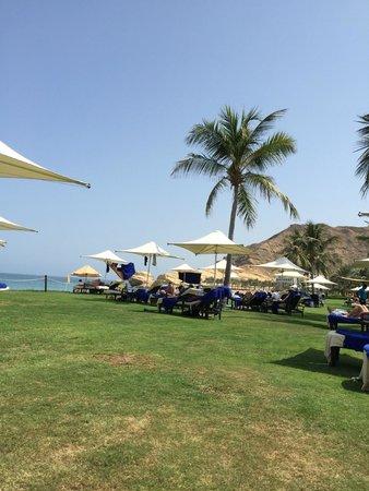 Shangri La Barr Al Jissah Resort & Spa-Al Bandar : Relaxation time under the golden sun