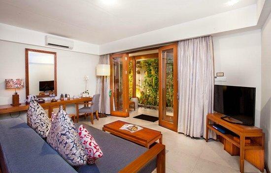 Kuta Seaview Boutique Resort & Spa : big Living room at Premiere Deluxe Gardens