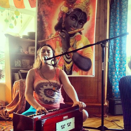 Bhakti Yoga Shack: Beautiful Radha singing her heart out during Kirtan.