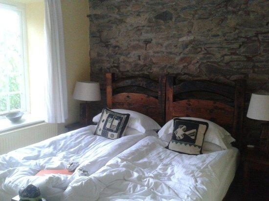 Lowthwaite B & B: Bed in matterdale room