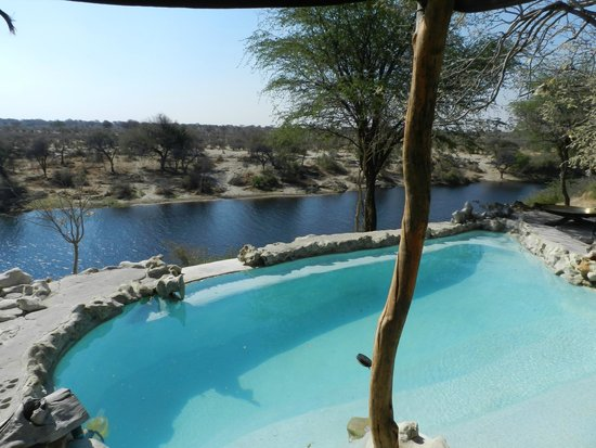 Meno a Kwena Tented Camp: The pool is pretty amazing