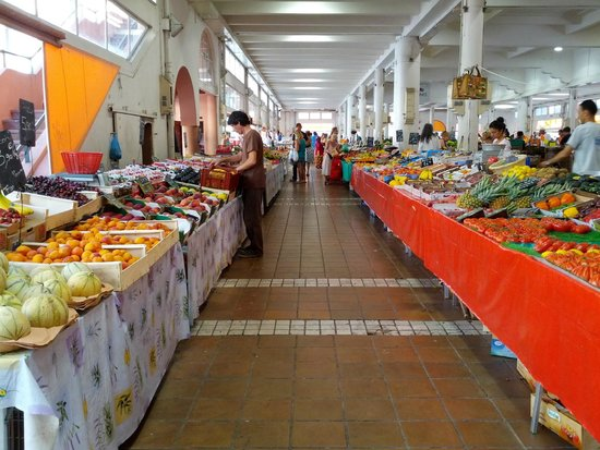 Marché Forville : One of the main aisles of the market showing pasta and fresh fruit