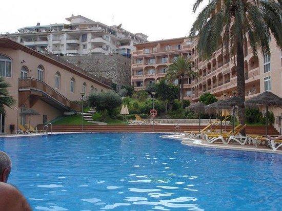 HOTEL BAHIA TROPICAL: Vista de la piscina