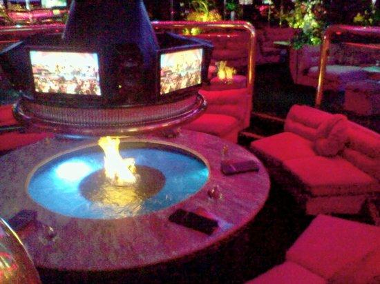 The Peppermill Restaurant & Fireside Lounge: the fire pit - The Fire Pit - Picture Of The Peppermill Restaurant & Fireside