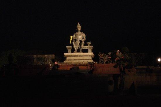 King Ram Khamhaeng Monument : King Ramkamhaeng Monument at night