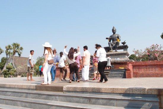 King Ram Khamhaeng Monument : Local Thais most respectful King