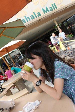 Kahala Mall : イートインがありますので、中で買ってすぐに食べられます。