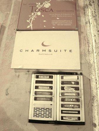 Charmsuite Roma Raffaello : the front door