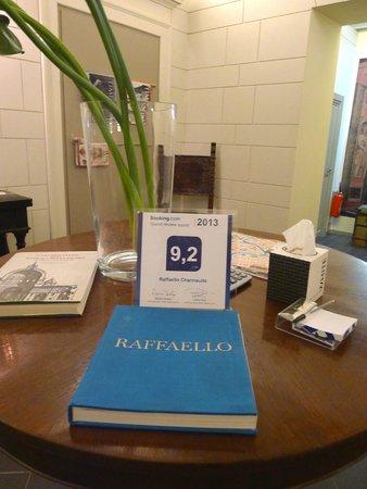 Charmsuite Roma Raffaello : the lobby