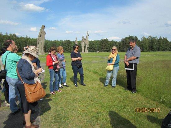 Salaspils Memorial Ensemble: Emoción, dolor Visité el campo de Salaspils hace dos años con un grupo de amigos  formado por j