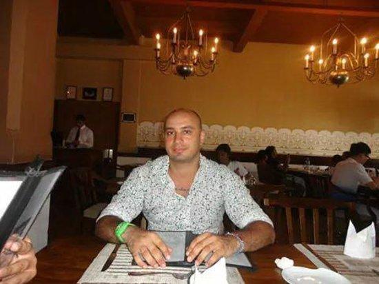 White House Restaurant: Tarek Namro